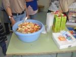 Macedonia de fruta y zumos.